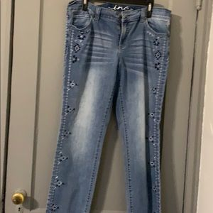 Skinny tribal designed jean